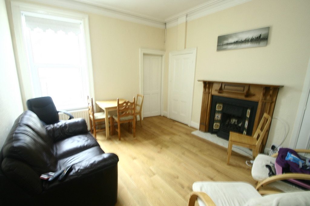 1 bedroom 2 rooms in shared house